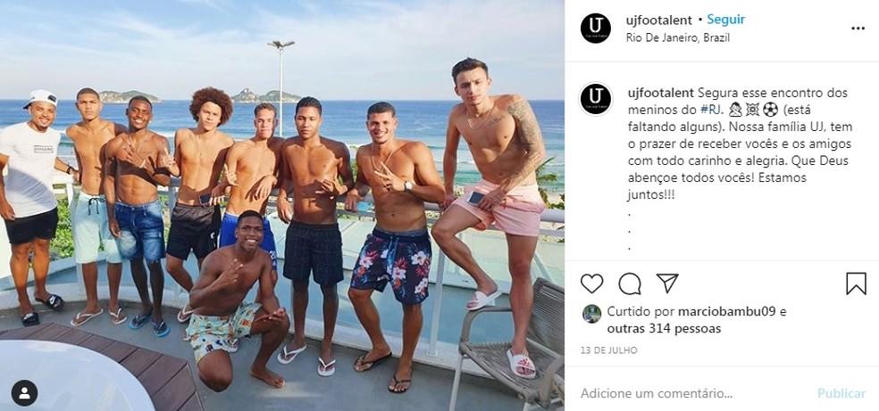 Juninho aparece em postagem da empresa Uj Football Talent — Foto: Reprodução