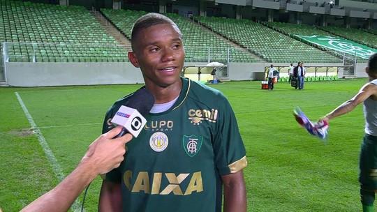 """Juninho comemora gol marcado e brinca: """"Se acerto o chute, erro o gol"""""""