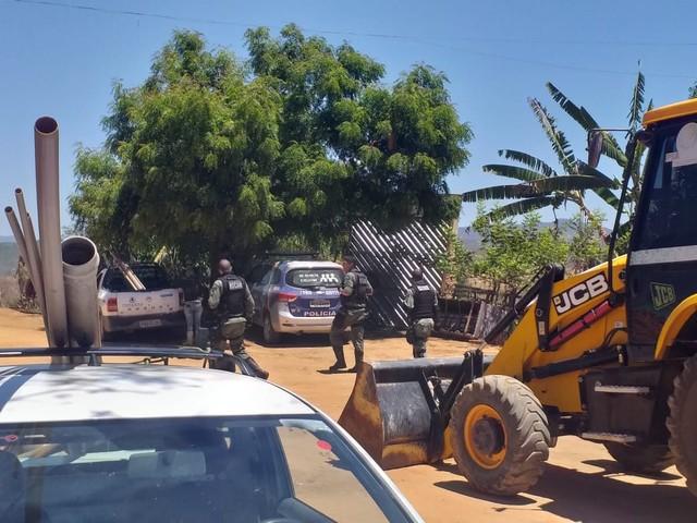 Agricultor foi preso suspeito de desviar água da Compesa, em Belo Jardim — Foto: Compesa/Divulgação