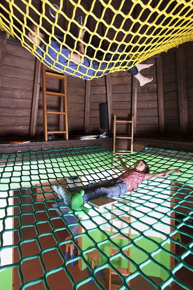 Casa de madeira com cores, para a diversão da família (Foto: divulgação)