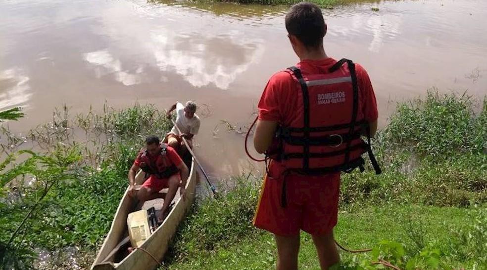 -  Corpos são encontrados às margens do Rio Pomba, próximo a Leopoldina  Foto: Júlio Cabral / Vigilante On line