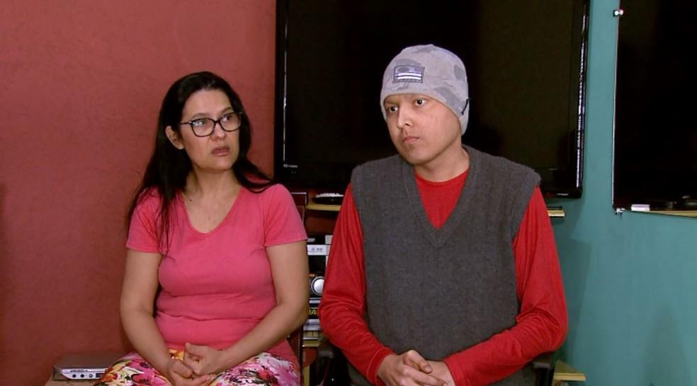 Rosa, mãe de Victor, buscou informações no laboratório, onde Pâmela fez o exame em Ribeirão Preto, SP (Foto: Reprodução/EPTV)