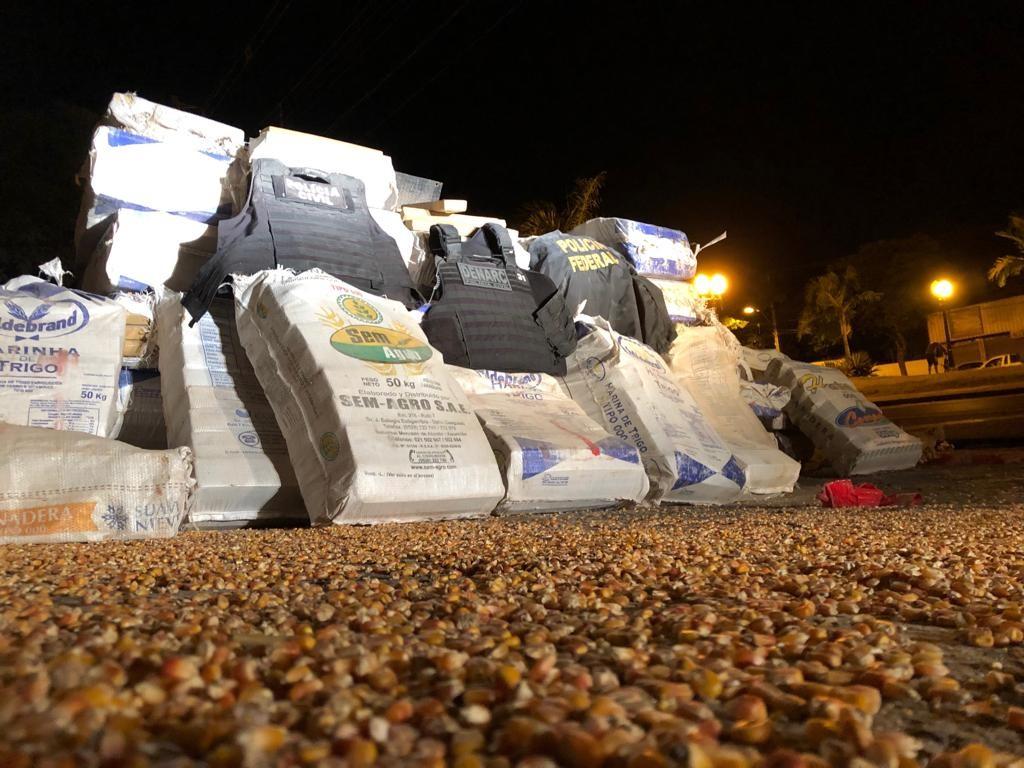PF apreende cerca de 3 toneladas de maconha em caminhão na BR-376, em Nova Esperança