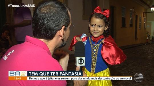 Foliões investem nas fantasias exóticas para curtir o carnaval em Salvador