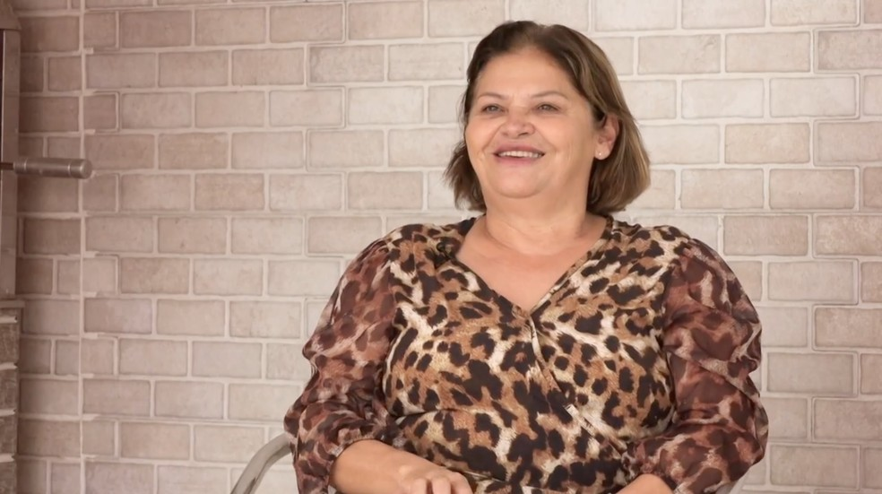 Dona Fátima fala no doc da Juliette sobre educação — Foto: Reprodução Globoplay