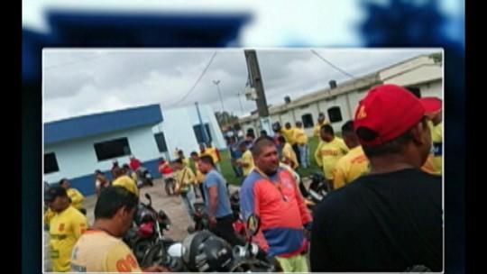 Mototaxistas fazem manifestação contra aplicação de multas em Benevides