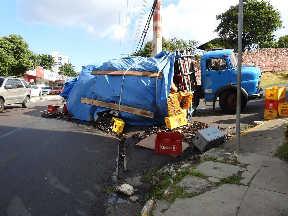 Caminhão estava indo para restaurante  (Foto: Suelen Gonçalves/ G1 AM)