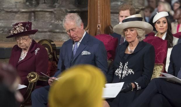 Meghan Markle faz primeira aparição ao lado da rainha (Foto: Getty Images)
