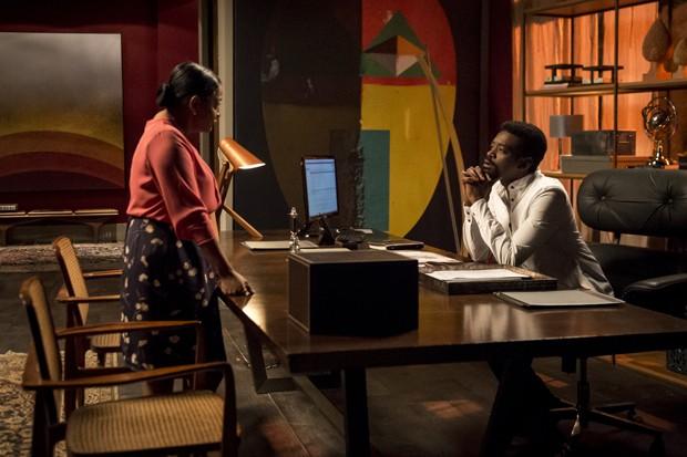Cap 76 - cena 27 - Zefa (Claudia Di Moura) pergunta o que Roberval (Fabricio Boliveira) está aprontando para se vingar de Edgar (Caco Ciocler). Zefa conta que Edgar é seu filho. (Foto: Globo/Divulgação)