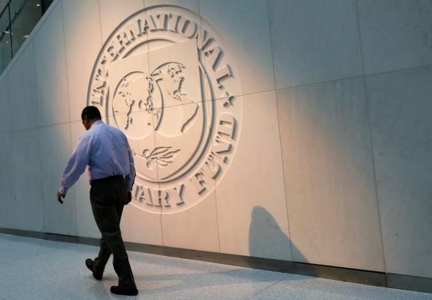 Logo do Fundo Monetário Internacional (FMI) em sua sede em Washington, nos Estados Unidos (Foto: Yuri Gripas/Reuters)