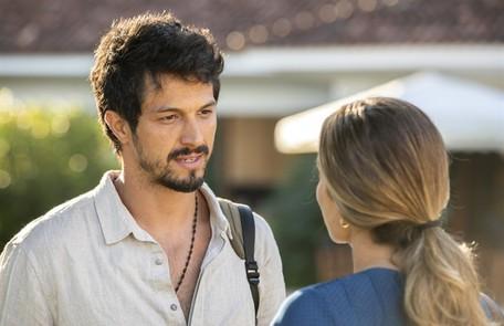 Na segunda-feria (30), Marcos (Romulo Estrela) perguntará a Paloma (Grazi Massafera) se ela aceita voltar para seu emprego TV Globo