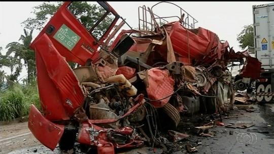 Acidente deixa dois mortos e um ferido na BR-153, em Uruaçu
