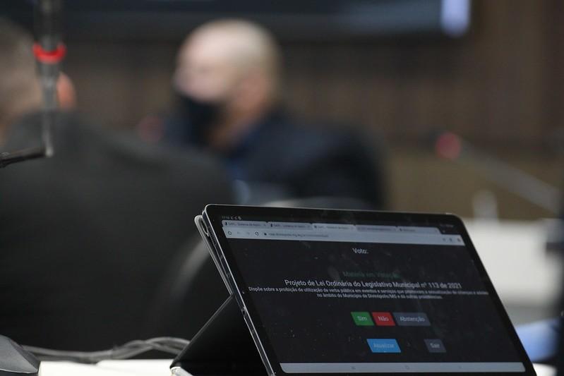 Sistema eletrônico de votação por tablets começa a ser usado na Câmara de Divinópolis