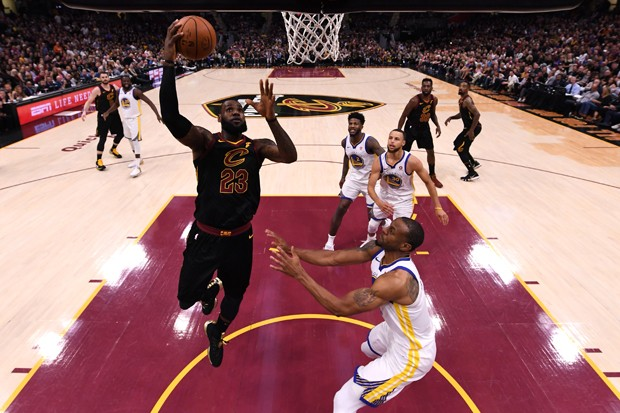 LeBron James em jogo pelo Cleveland Cavaliers (Foto: Getty Images)