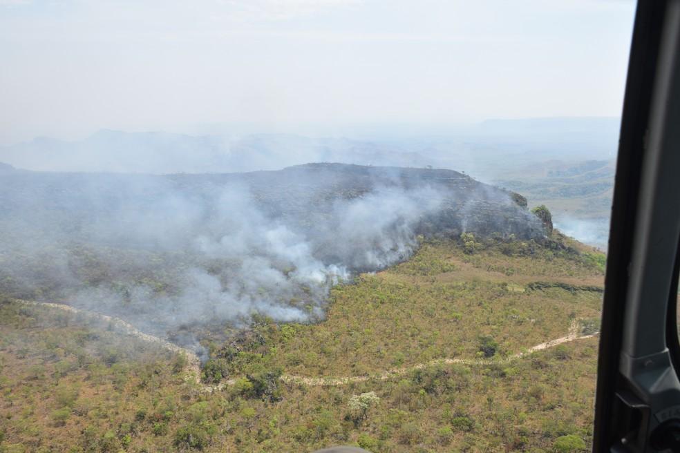 O combate ao fogo começou no feriado de 7 de setembro e ainda é feito por brigadistas e Corpo de Bombeiros em Chapada dos Guimarães (Foto:  Luiz Gustavo Gonçalves/ICMBio)
