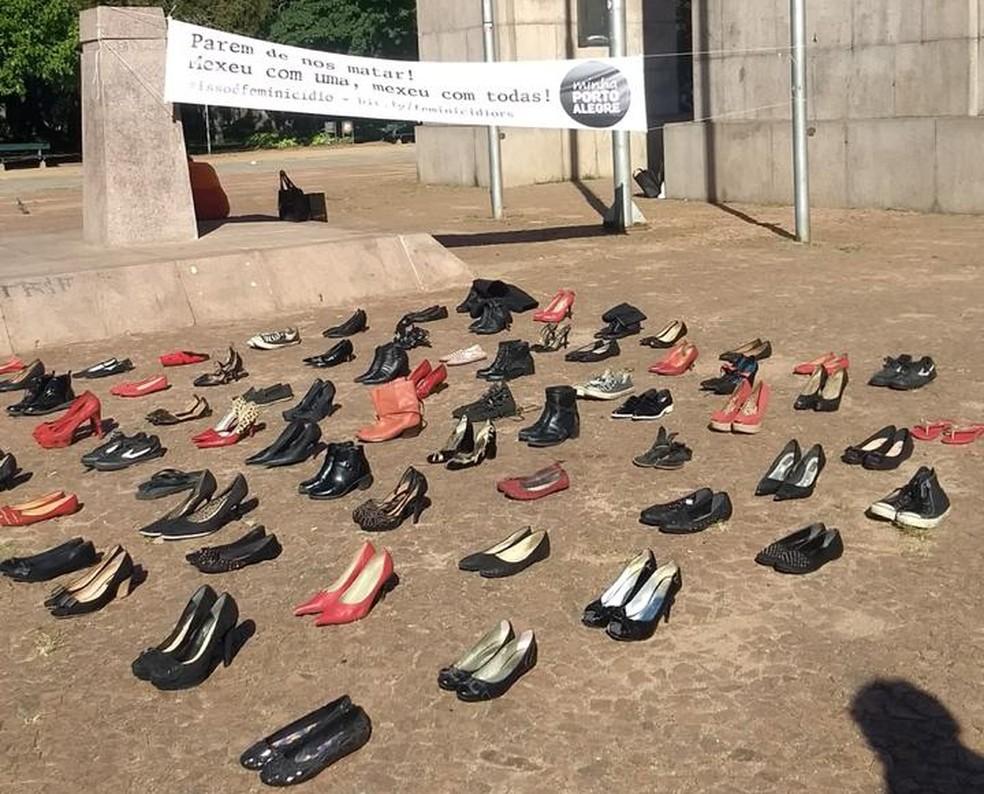 Em ação no Parque da Redenção sobre violência contra a mulher, sapatos simbolizam vítimas de feminicídios — Foto: Arquivo Minha Porto Alegre