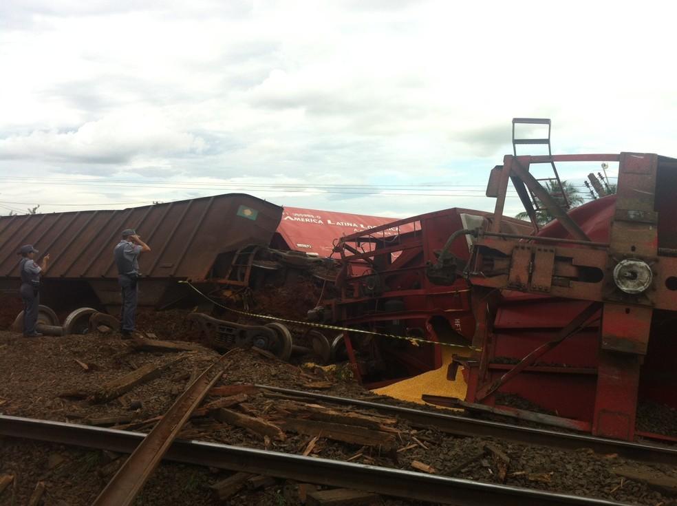 Trem descarrila em Rio Preto (Foto: Marcos Lavezo/G1)