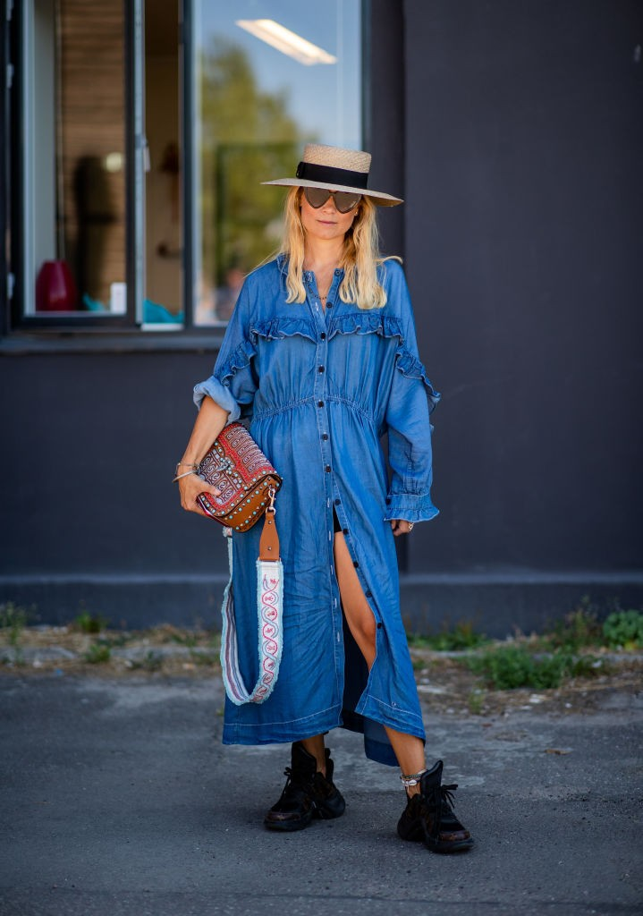 Vestido jeans amplo (Foto: Getty)