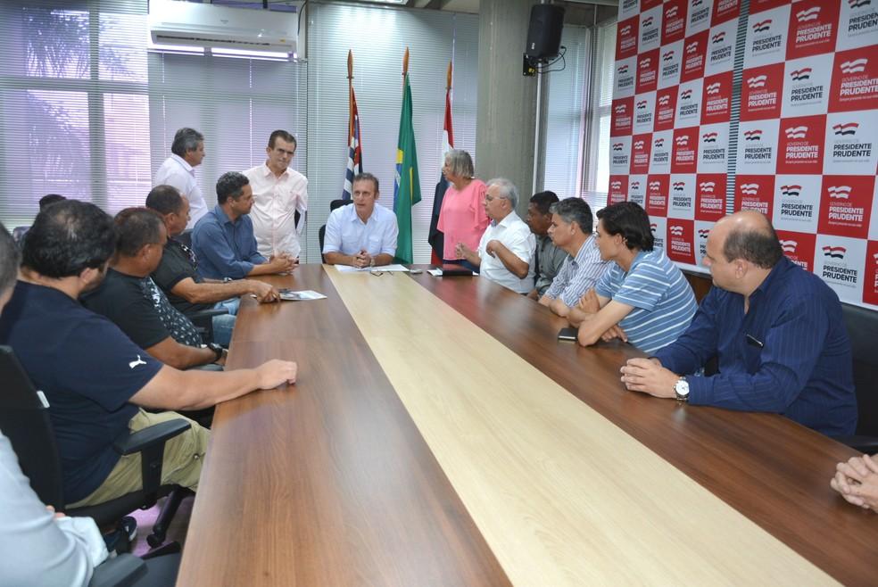 02d3c0e540 ... Vereadores apresentaram ao prefeito proposta de novo Camelódromo —  Foto  Marcos Sanches Secom