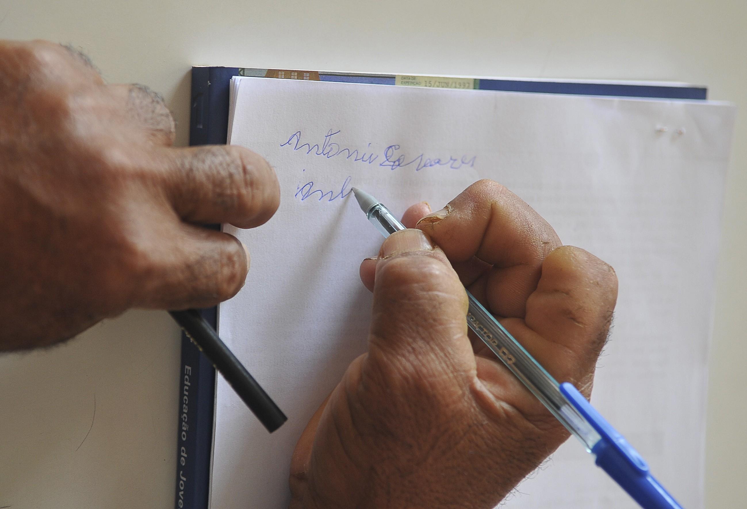 escrever, analfabeto, analfabetismo, educação (Foto: Agência Brasil)