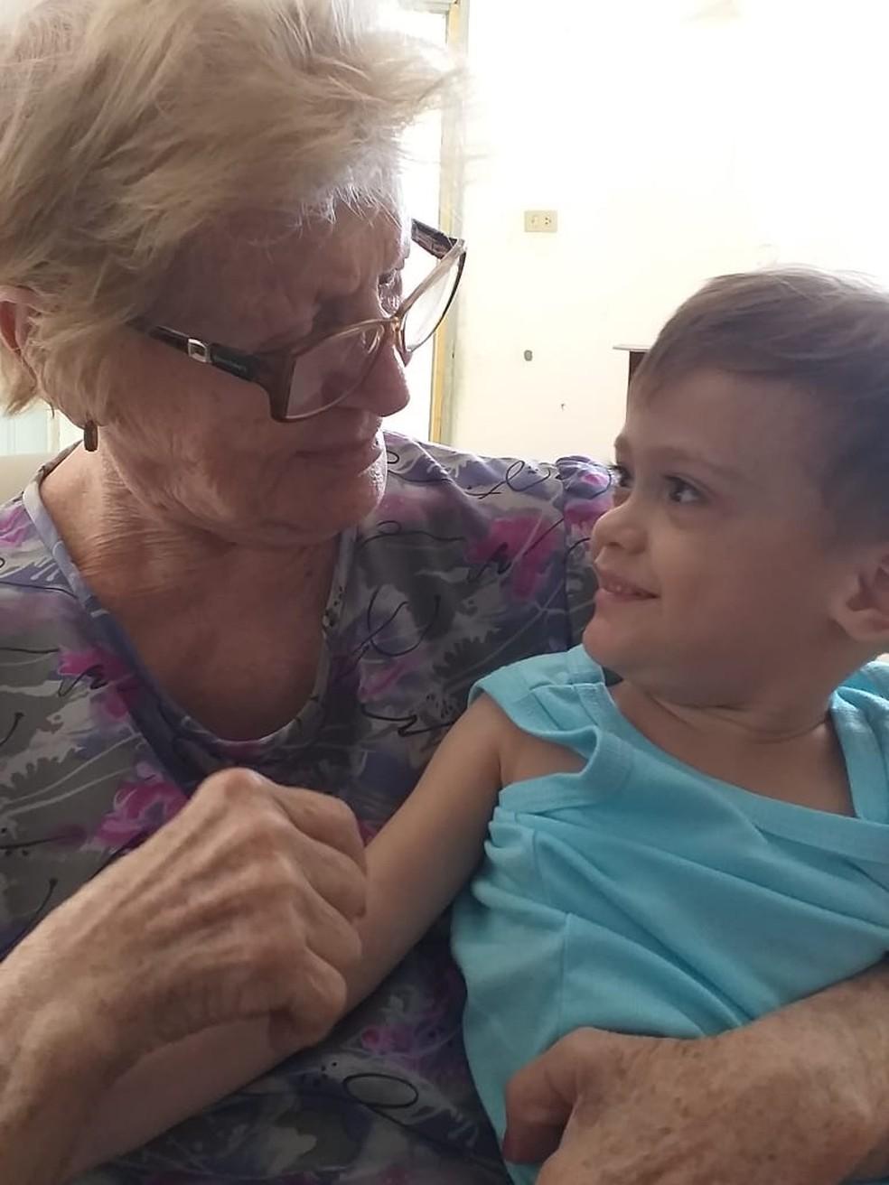 Familiares buscam ajuda para o tratamento de Davi Toledo — Foto: Théo Toledo/Arquivo pessoal