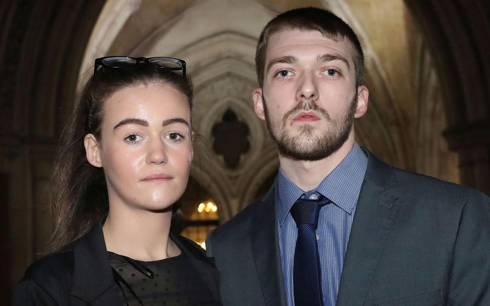 -  Tom Evans e Kate James, pais do bebê Alfie Evans, em foto de 19 de dezembro de 2017  Foto: Philip Toscano/PA via AP