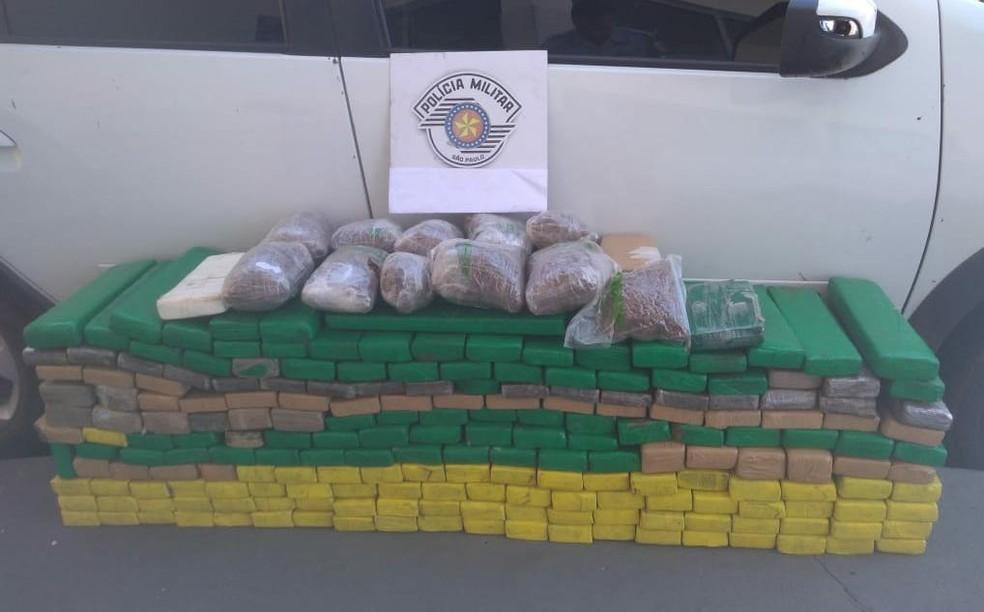 No carro que ele dirigia, a polícia encontrou maconha, cocaína e skank — Foto: Polícia Rodoviária Estadual/Divulgação