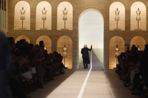 No final do desfile da Fendi, em 2014