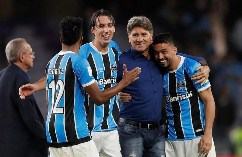 Edilson destacou a qualidade e a amizade do elenco do Grêmio (Foto: Reuters)