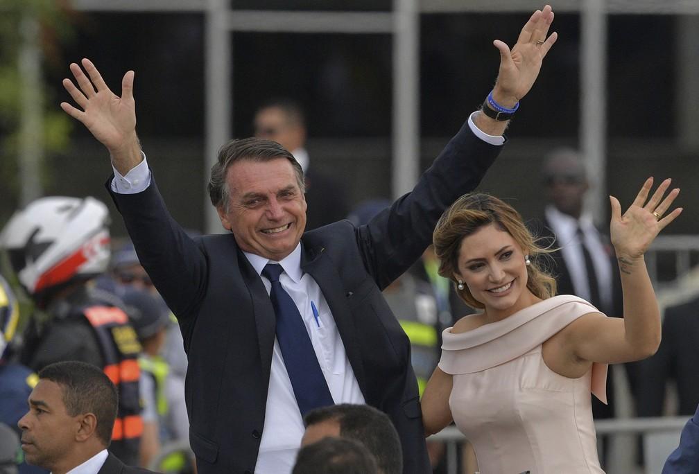 Jair Bolsonaro, e sua esposa, Michelle Bolsonaro  — Foto: Carl de Souza/AFP