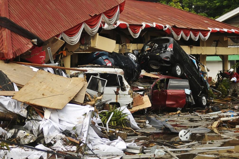 Danos causados ??por um terremoto e um tsunami na Indonésia — Foto: Antara Foto/Zainuddin Mn/Reuters