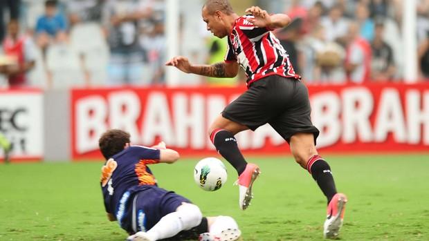 Luis Fabiano São Paulo x Santos (Foto: Marcos Ribolli / Globoesporte.com)