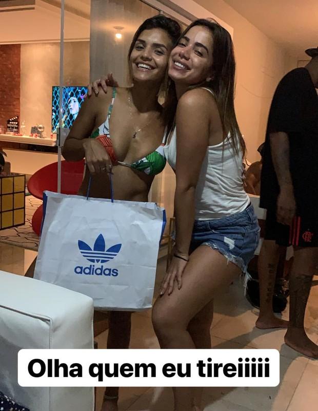 Anitta participa de amigo secreto (Foto: Reprodução/Instagram)