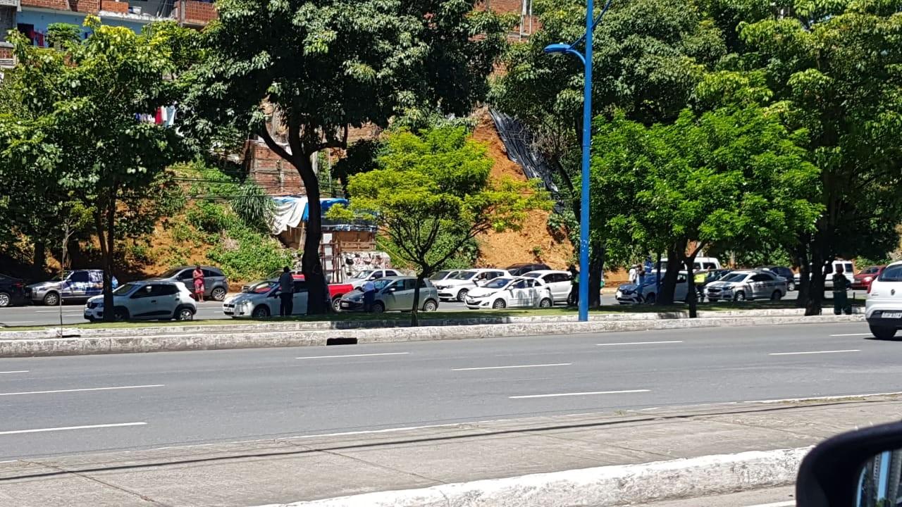 Engavetamento de veículos deixa dois feridos na Avenida Vasco da Gama, em Salvador