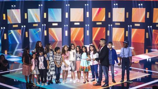 No primeiro domingo de Shows ao Vivo, público ajuda a escolher quem segue no 'The Voice Kids'