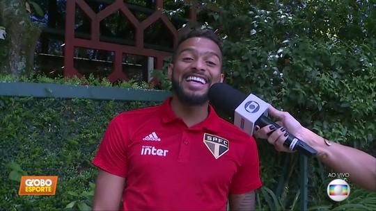 """Vídeo: Reinaldo canta o hit """"piscininha amor"""""""