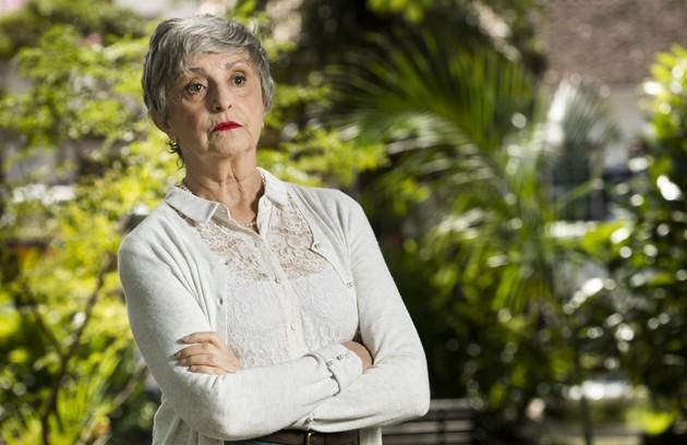 Dona de uma pensão em Rosa Branca, Gentil (Ana Lucia Torre) vai hospedar a equipe do filme (Foto: Globo/João Miguel Júnior)