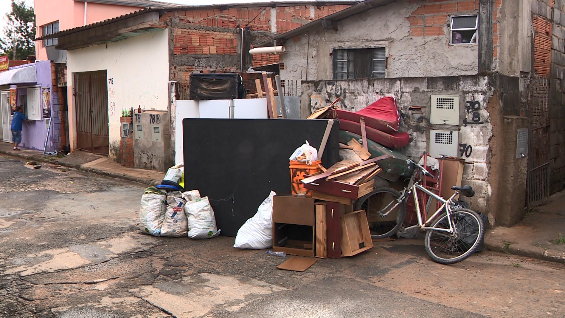 Vizinhança se mobiliza para ajudar moradores do Jardim Samambaia após chuva forte em Campinas