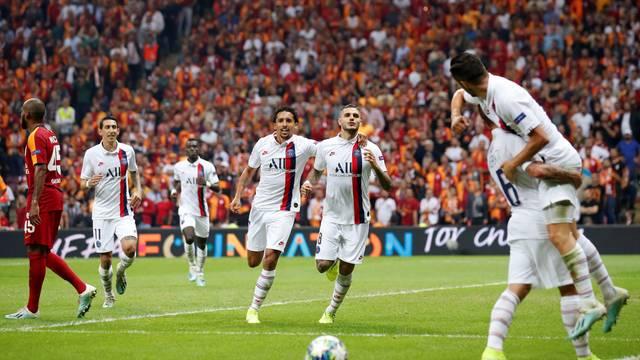 Jogadores do PSG comemoram o gol da vitória sobre o Galatasaray