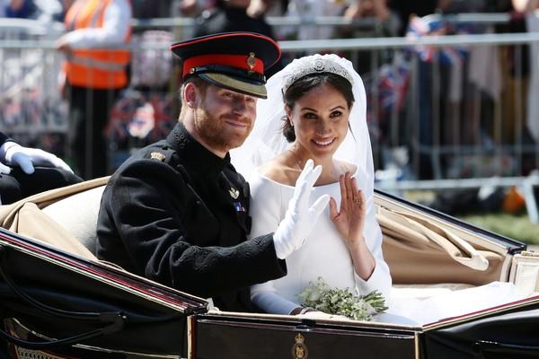 A atriz Meghan Markle e o Príncipe Harry na saída do casamento dos dois (Foto: Getty Images)