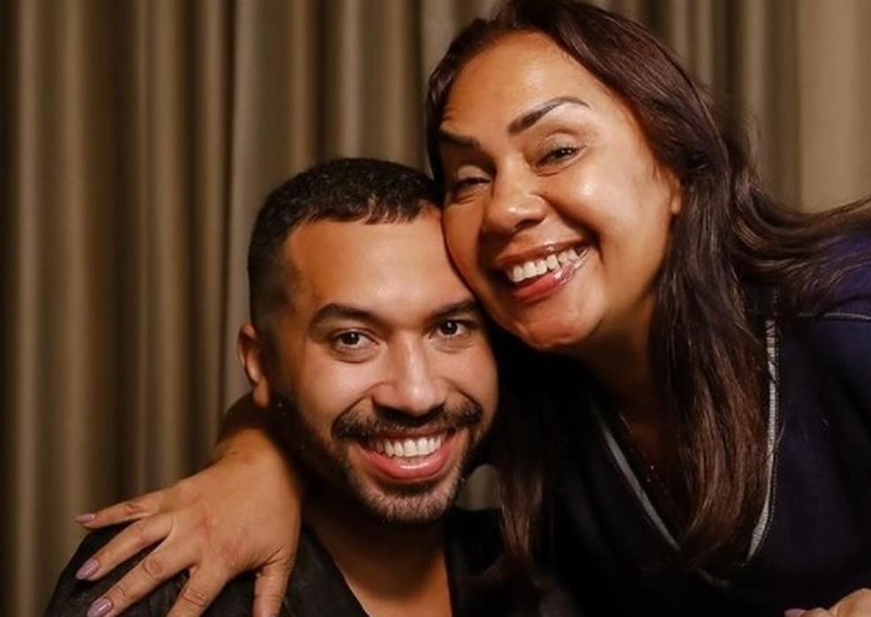 Gil do Vigor e mãe, Jacira — Foto: Reprodução / Instagram