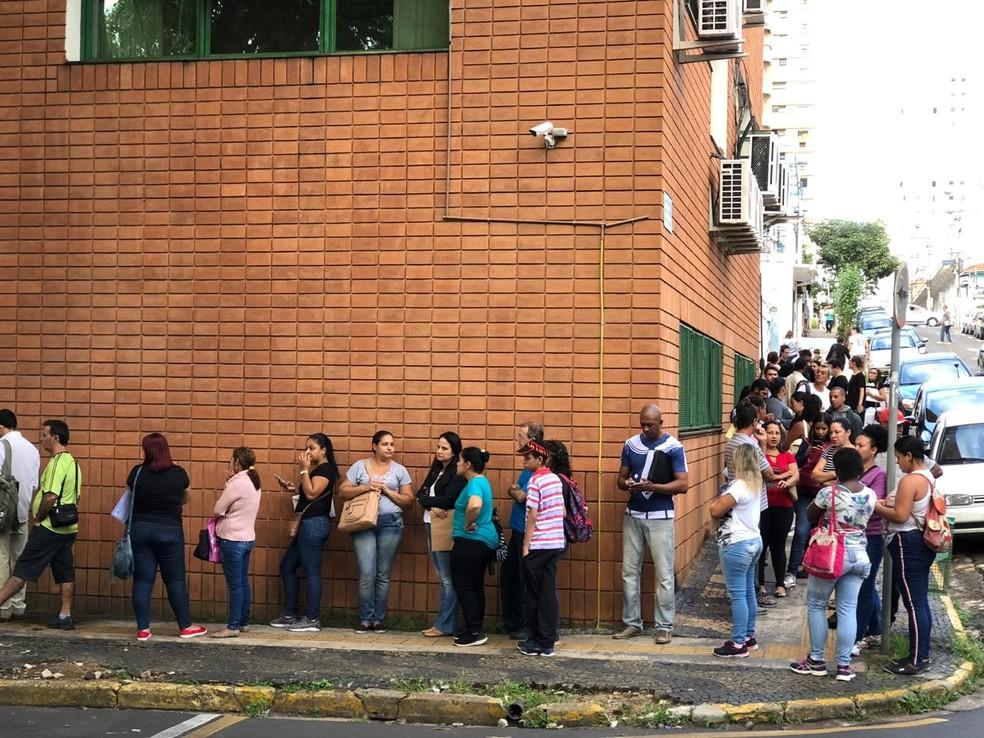 Fila por vaga de emprego em Piracicaba (SP) — Foto: Juliana Franco/Assessoria de Imprensa/Semtre