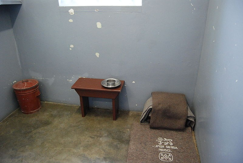 A cela onde Mandela passou parte de sua vida (Foto: Wikimedia Commons)