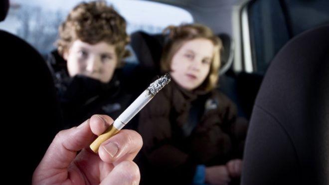 Crianças expostas ao cigarro têm mais chance de desenvolver doenças tanto na infância como na vida adulta (Foto: Getty Images via BBC News Brasil)