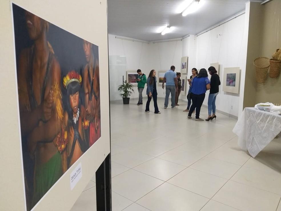 """Exposição fotográfica """"Nambiquaras da Amazônia: Riqueza Cultural e Tradição"""" — Foto: Prefeitura de Vilhena/Divulgação"""