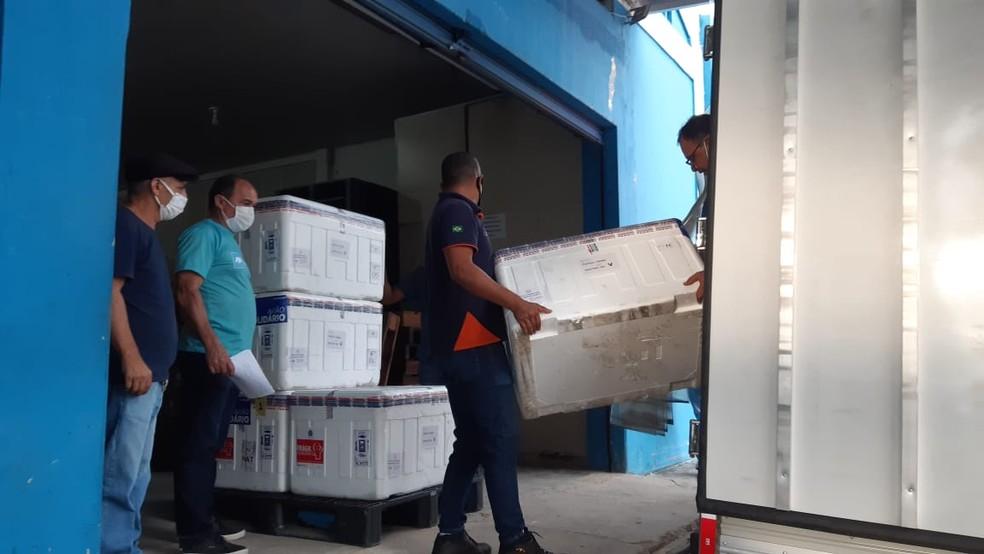 Novo lote de vacinas de Oxford/AstraZeneca chegou ao Rio Grande do Norte, além do primeiro lote de imunizantes da Pfizer — Foto: Sérgio Henrique Santos/Inter TV Cabugi