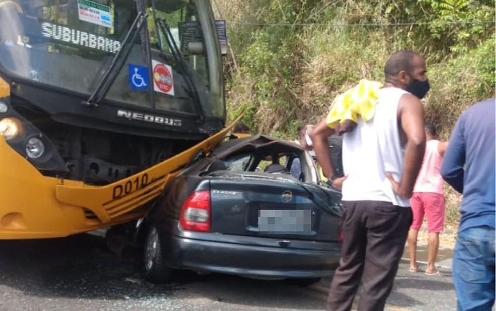 Acidente deixa três feridos na Estrada do Derba, em Salvador — Foto: Reprodução/Redes Sociais