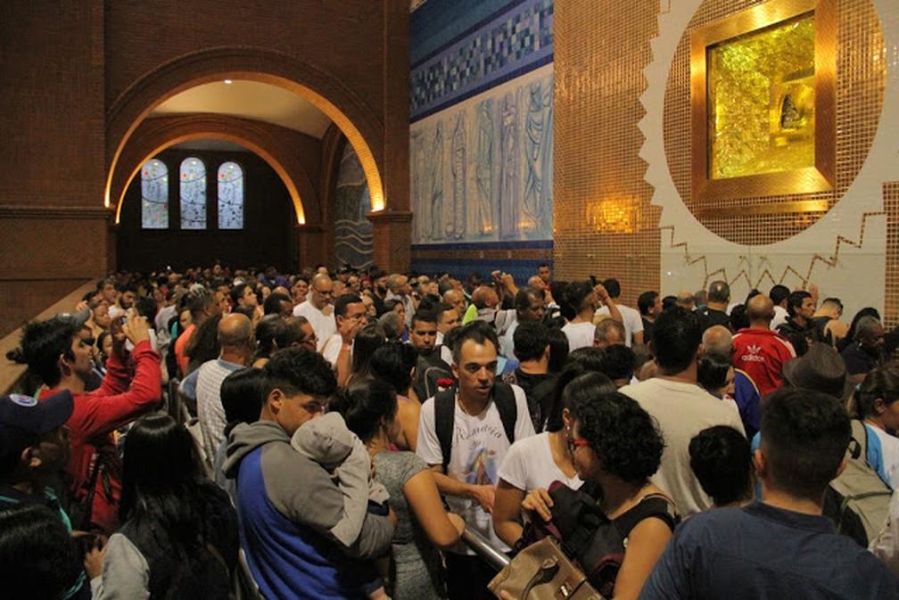 Passagem no nicho que abriga imagem de Nossa Senhora Aparecida terá controle de público — Foto: Carlos Santos/G1