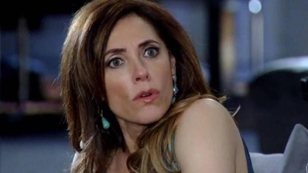 Tereza Cristina engana polícia com ajuda de aliado surpresa em 'Fina Estampa' — Foto: Globo