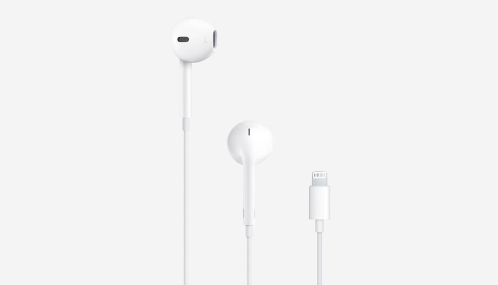 Existem 700 milhões de fones de ouvido compatíveis com o padrão Lightning no mundo, de acordo com a Apple — Foto: Reprodução/Apple